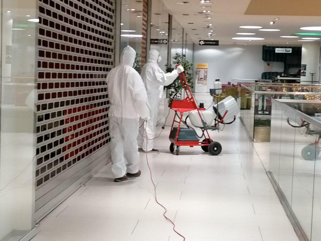 Stručni tim Sanitacije d.o.o. - profesionalna dezinfekcija Importanne Centra u Sarajevu kao dio napora u sprječavanju epidemije koronavirusa